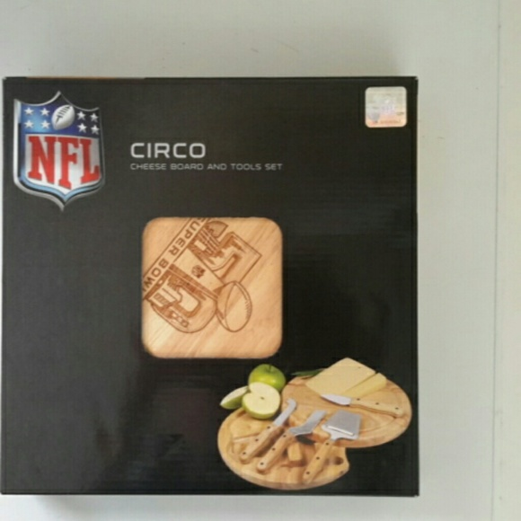 NFL Other - Circa cheese board and tool set ,NEW